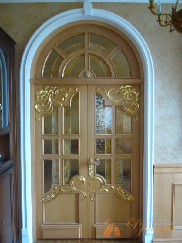 арочные двери входные со стеклом
